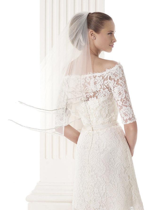 robe Blanche courte en dentelle pour mariée