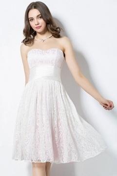 Robe courte au genou pour aller à un mariage en dentelle blanche doublure rose pâle