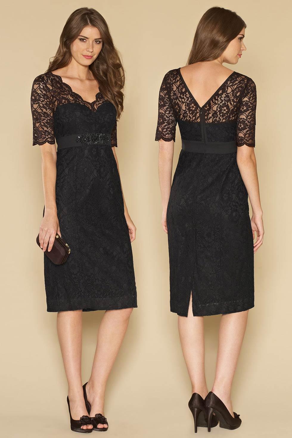 petite robe noire en dentelle col v avec manches