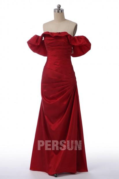 Robe de soirée chic en taffetas rouge rubis encolure bardot structuré