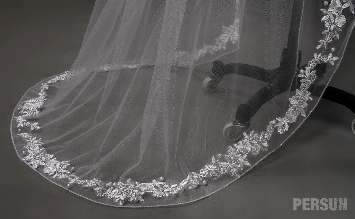 voile de mariée à traîne perlé et appliqué de dentelle