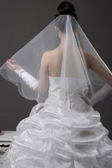 Voile de mariée court travaillé de bijoux transparent à bord feston