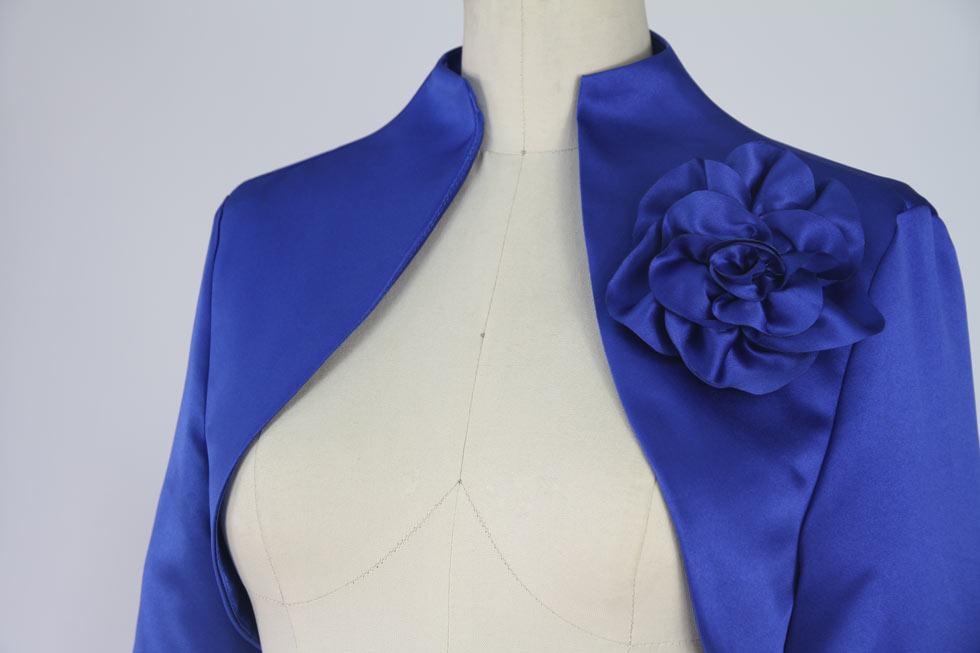 bolero bleu roi chic orne d'une fleur fait-main