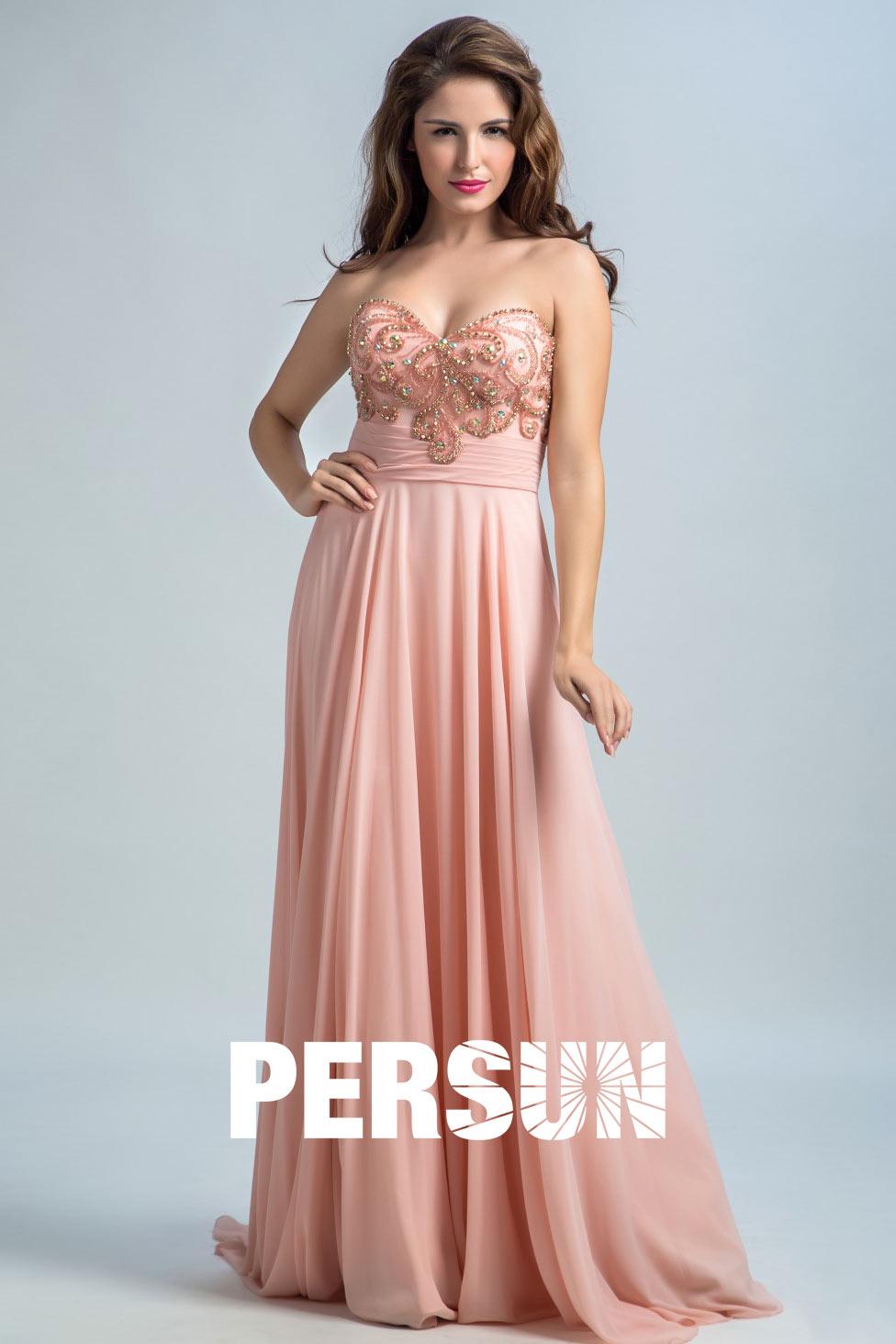 Robe de soirée longue rose nude à bustier coeur délicatement brodé