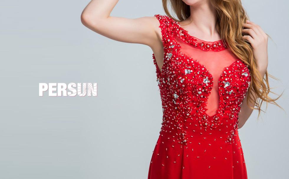Robe chic rouge pour gala longue ornée de bijoux en mousseline