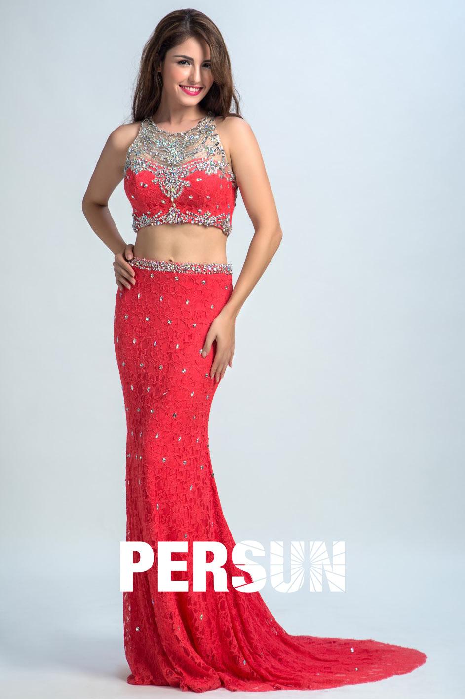robe de bal deux pièces rouge vermillon ornée de bijoux