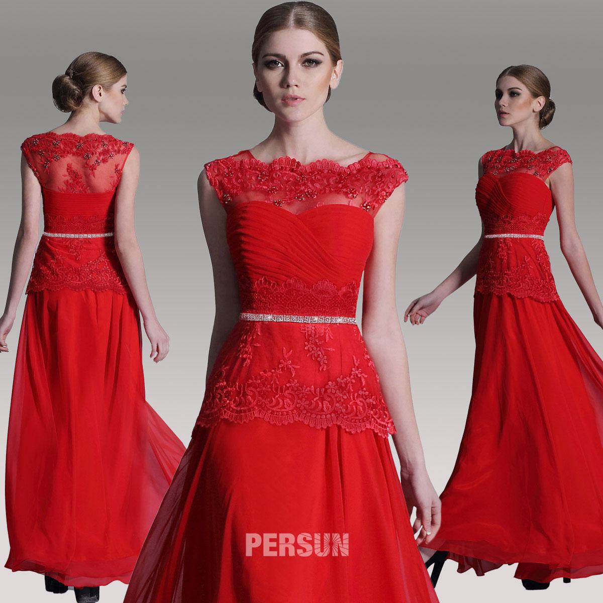 robe de cocktail rouge longue col illusion en dentelle ornée de bijoux et de cristaux