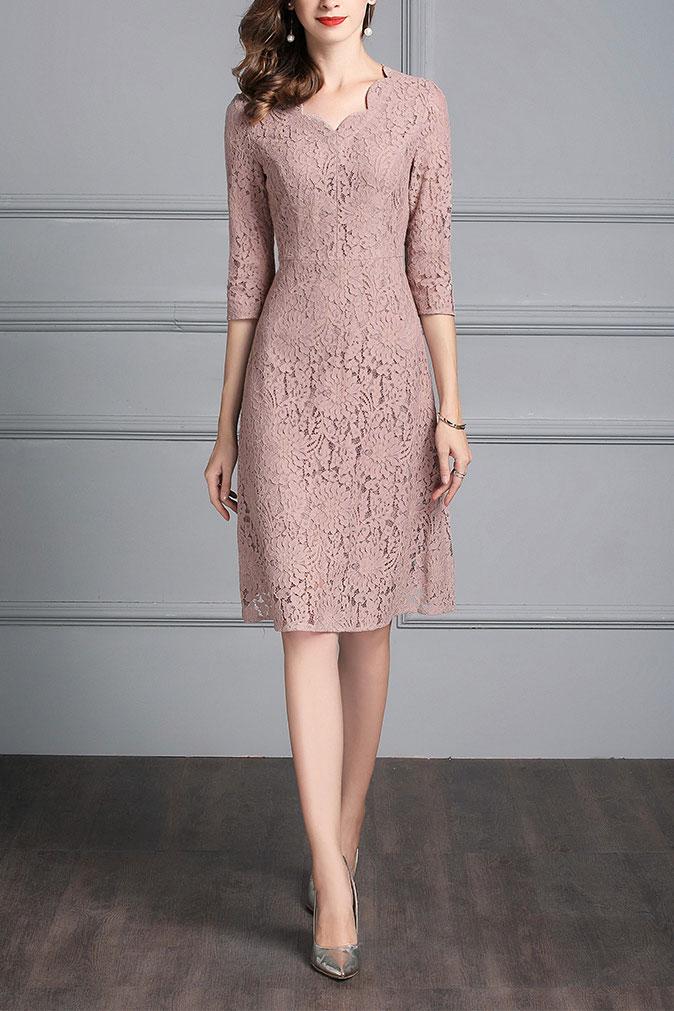 robe de cocktail vieux rose mi-longue en dentelle col v ŕ manche courte