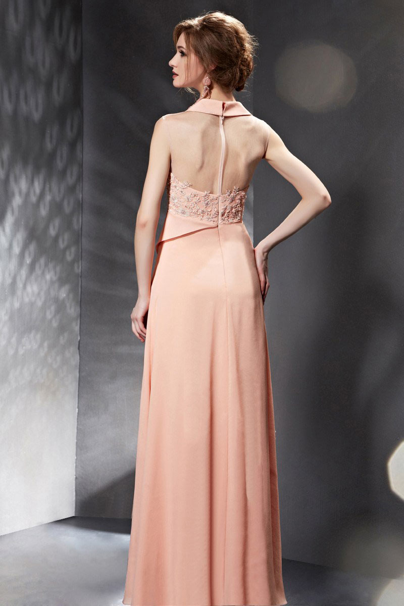 Robe soirée asymétrique rose ornée avec fleurs et bijoux