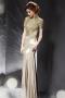 Elégante robe de soirée dos nu à forme très près du corps