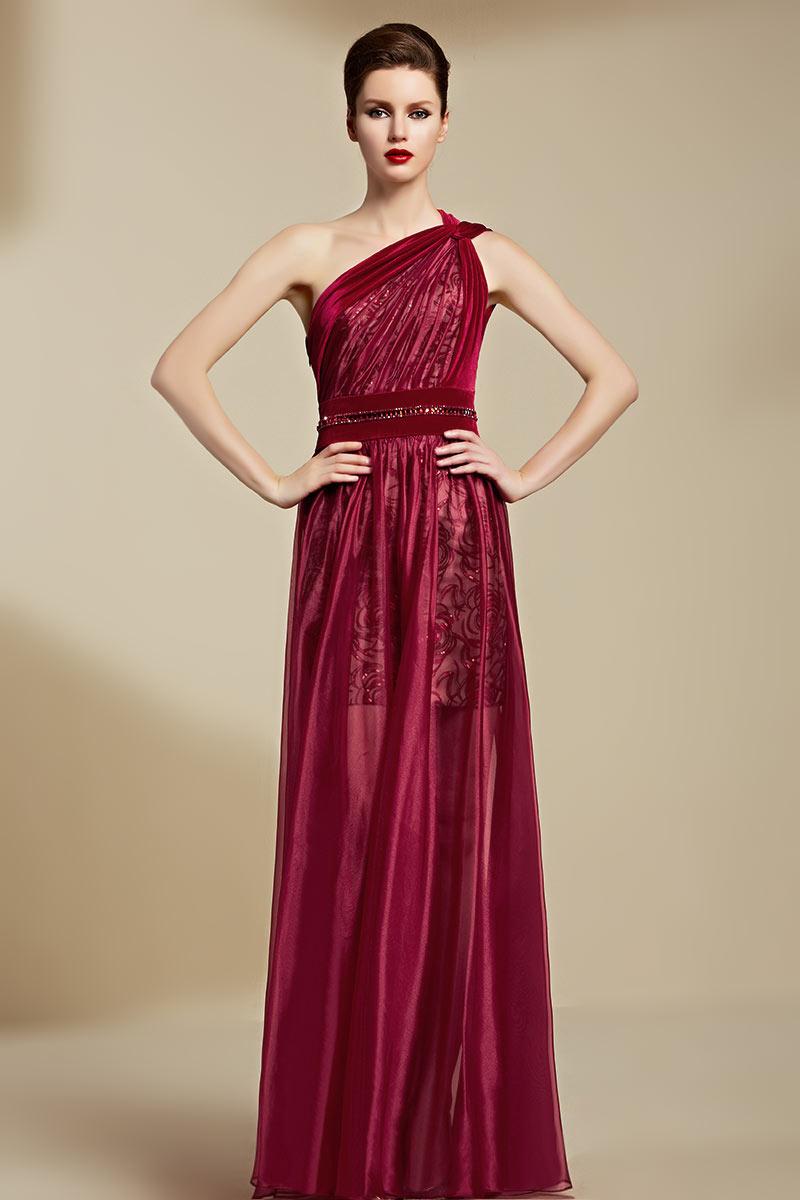 Robe féminine en organza à encolure asymétrique
