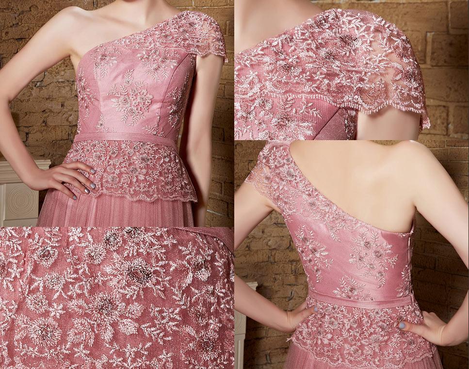 robe de mariage rose longue asymétrique embellit de dentelle florifère délicate aux reins et bustier appliqué