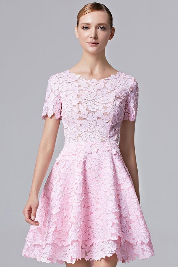 Elégante robe rose courte dentelle ajourée avec manches