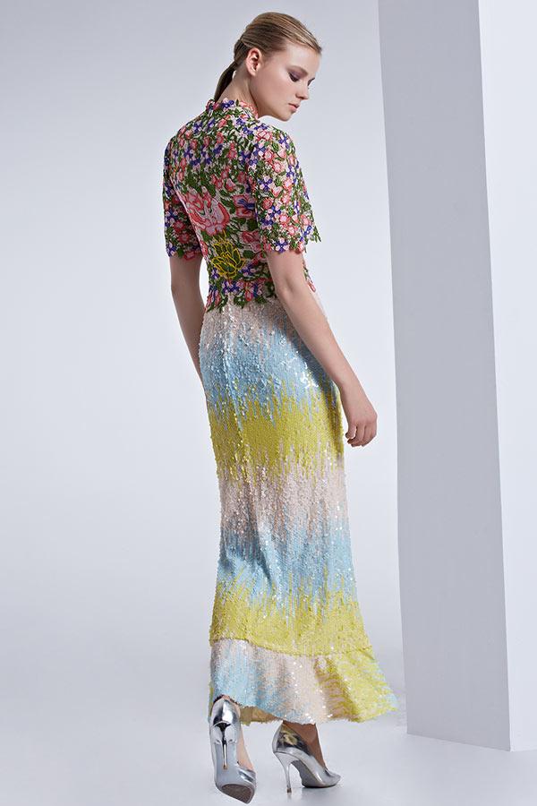 Robe colorée habillée à manche sirène au cheville décolleté V