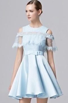 Robe cérémonie courte bleu pastel style cape à pois