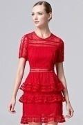 Robe soirée courte ajourée jupe à volants en dentelle rouge