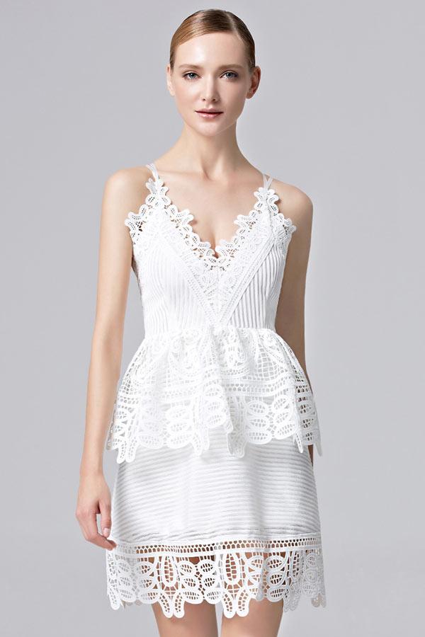 d13f33df8 Robe péplum blanche courte sexy dos nu en dentelle originale avec bretelles  fines - Persun.fr