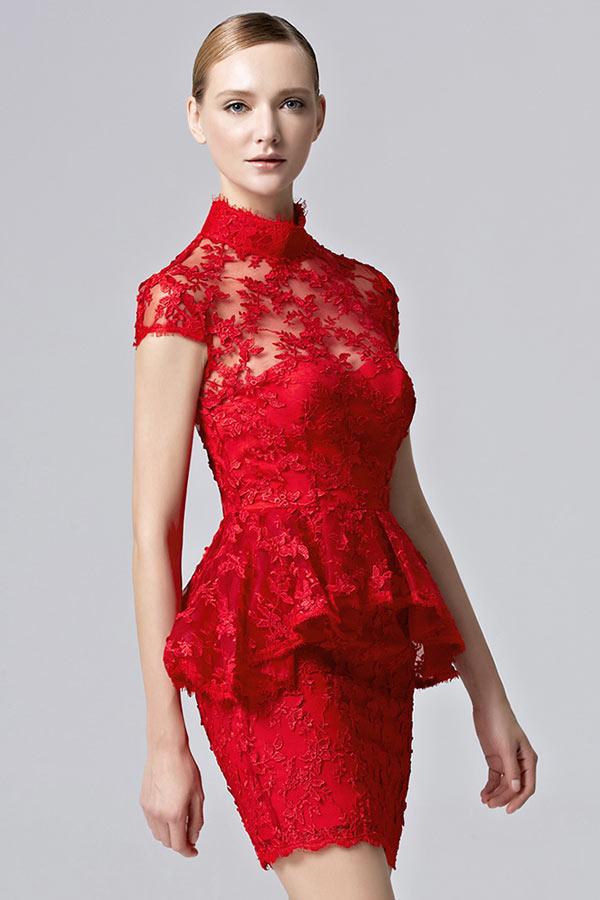 Robe rouge péplum en dentelle moulante à mancherons