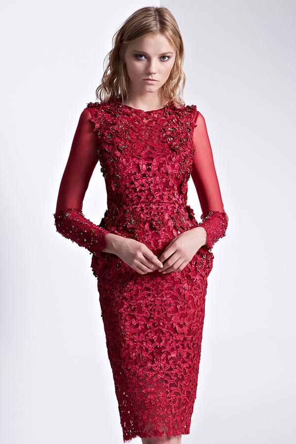 robe de soirée fantaisie courte rouge en dentelle embelli de fleurs avec manche longue