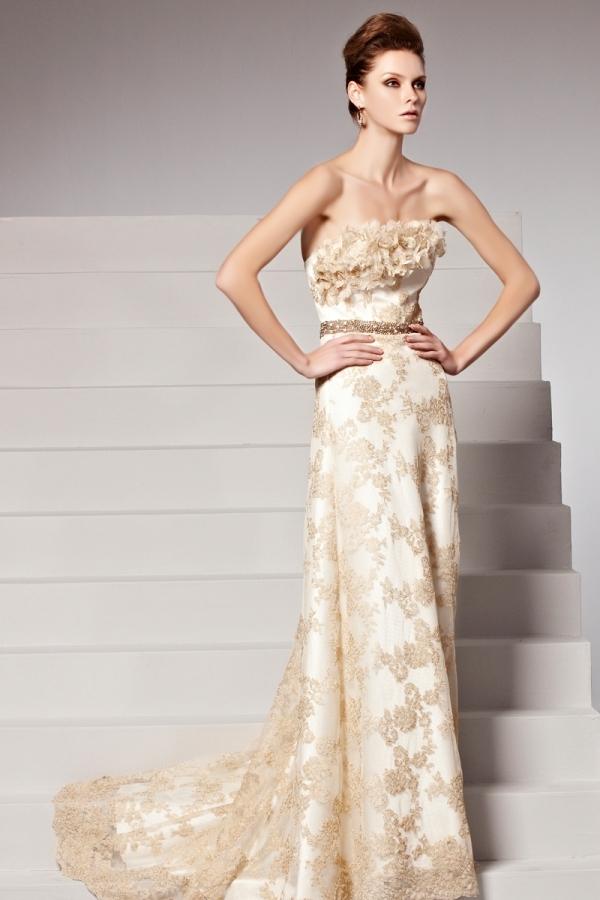 Robe bustier dentelle fleurs ceinturée blanche