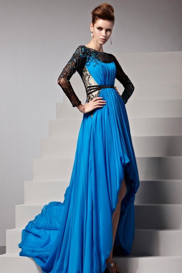 Robe longue bleue plissée ceinturée dentelle noire à traîne