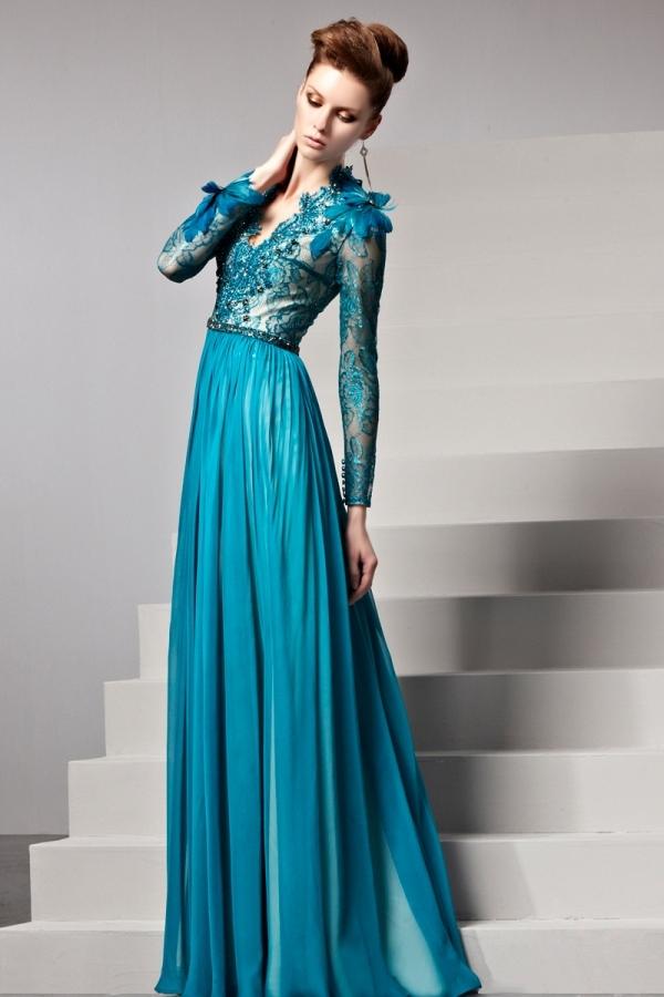 Robe soirée bleue empire dentelle ornée de plumes - Persun.fr 5c3818bed39f