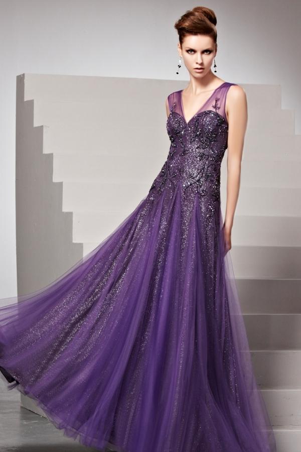 07c0d456f6 Robe violette longue au sol pailletée ornée de strass - Persun.fr