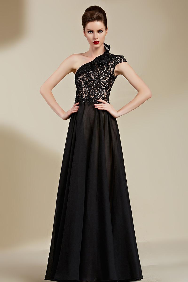Robe chic noire de soirée encolure asymétrique à effet de relief