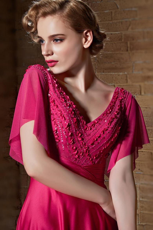 Robe fuchsia avec détails rosettes et paillettes