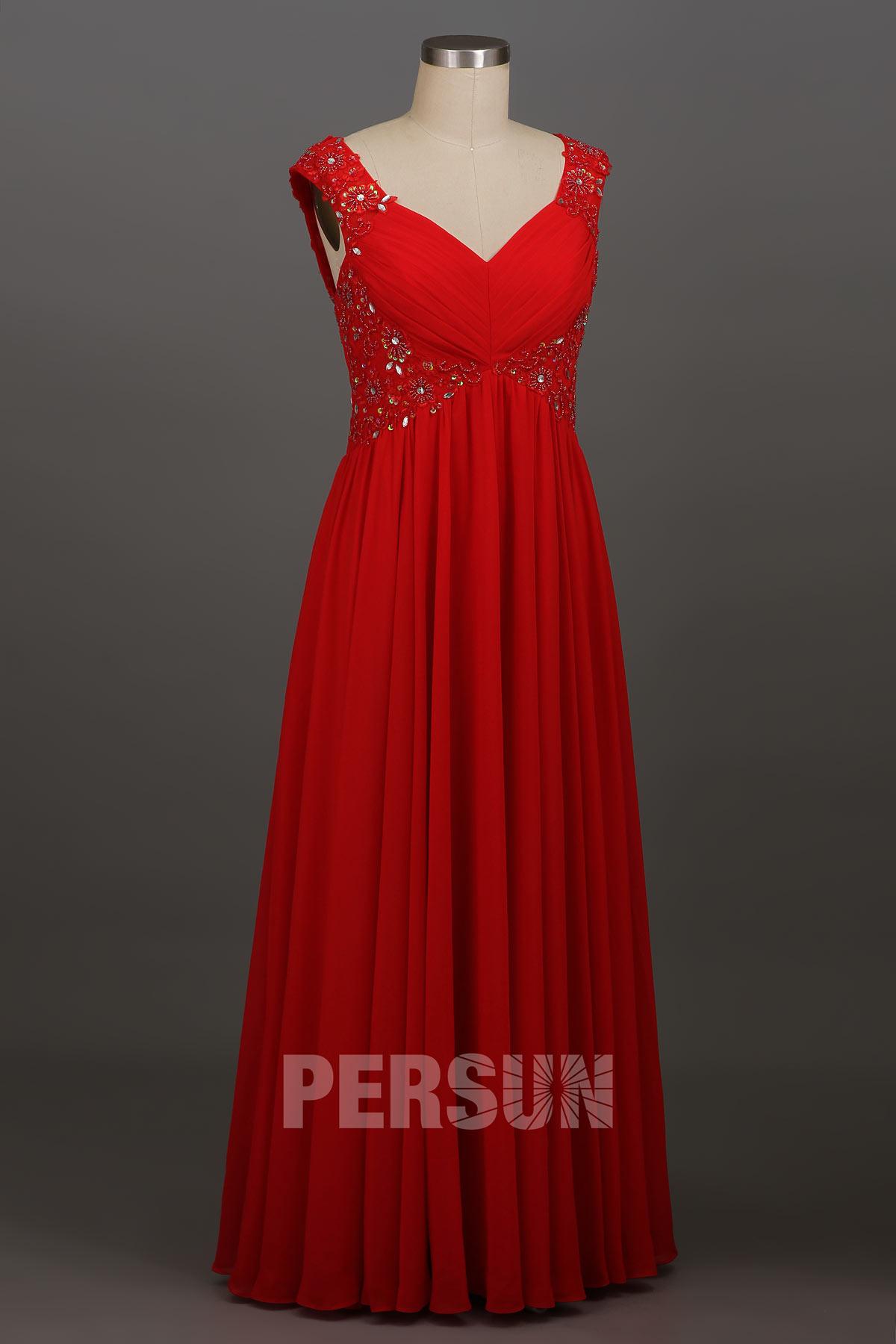 Robe de gala rouge à mancheron ornée de strass dos découpé