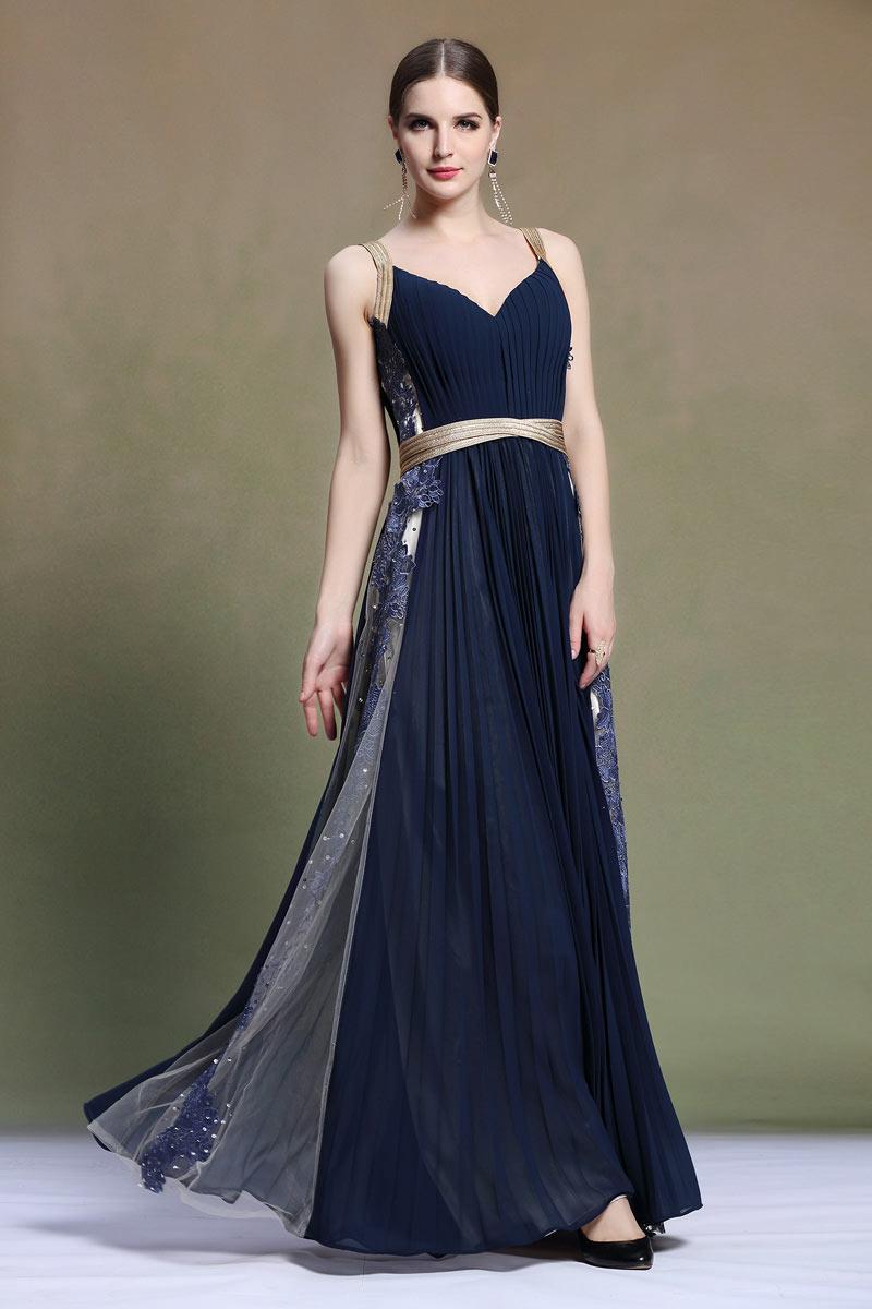 508a03d6dc0ec Robe de cocktail longue bleu nuit plissée avec bretelles dorées ...