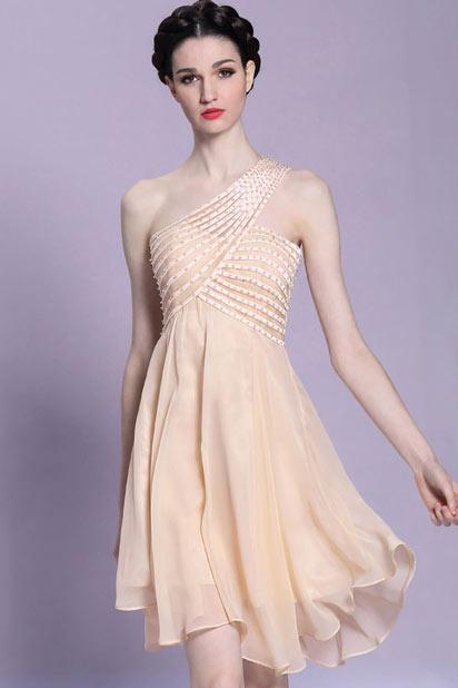 robe de soirée courte asymétrique orné de bijoux