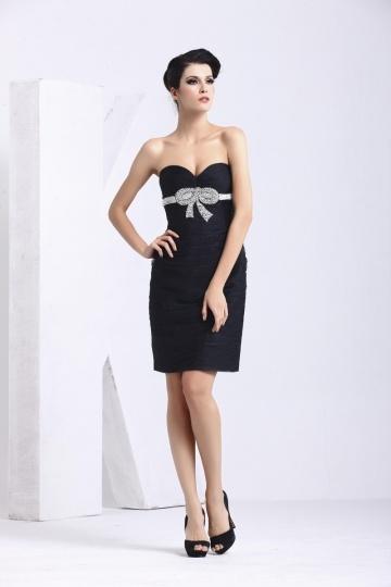 Petite robe noire bustier enveloppe nœud papillon