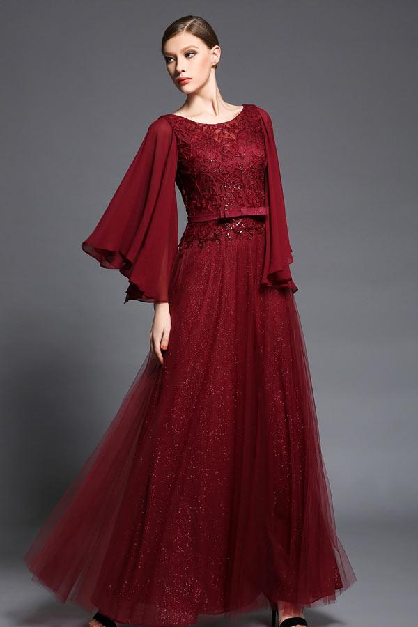 robe de cocktail longue rouge haut en dentelle guipure jupe en paillettes à manches longue évasée
