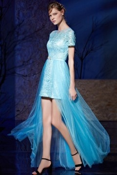 Robe courte devant longue derrière bleue sur jupe détachable