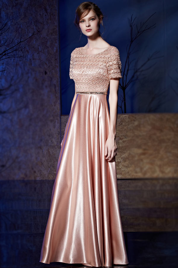Robe de soirée rose glamour à haut travaillé avec manche courte