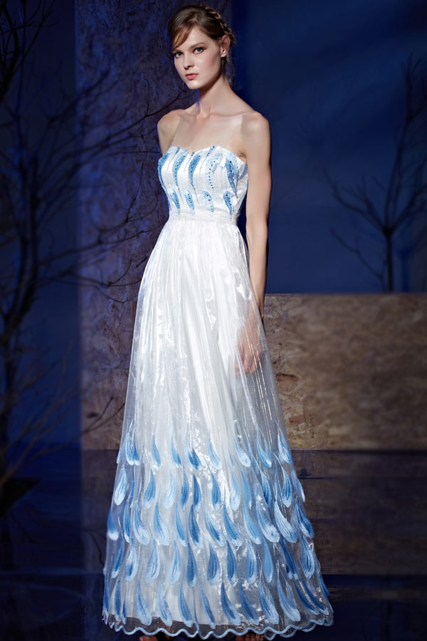 Robe longue bustier coeur empire blanche et bleu
