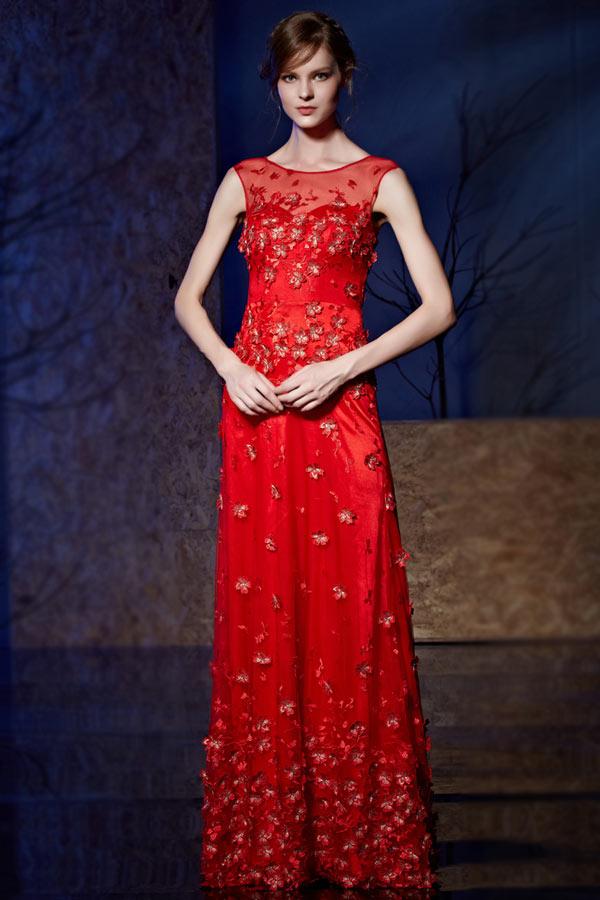 Robe rouge de soirée appliquée fleurs en 3D col illusion longue