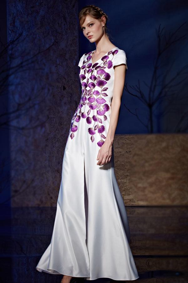 Robe violette blanche