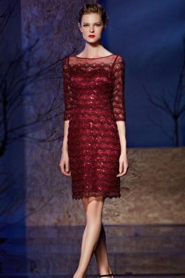 Petite robe transparente effet écaille et décolleté en coeur