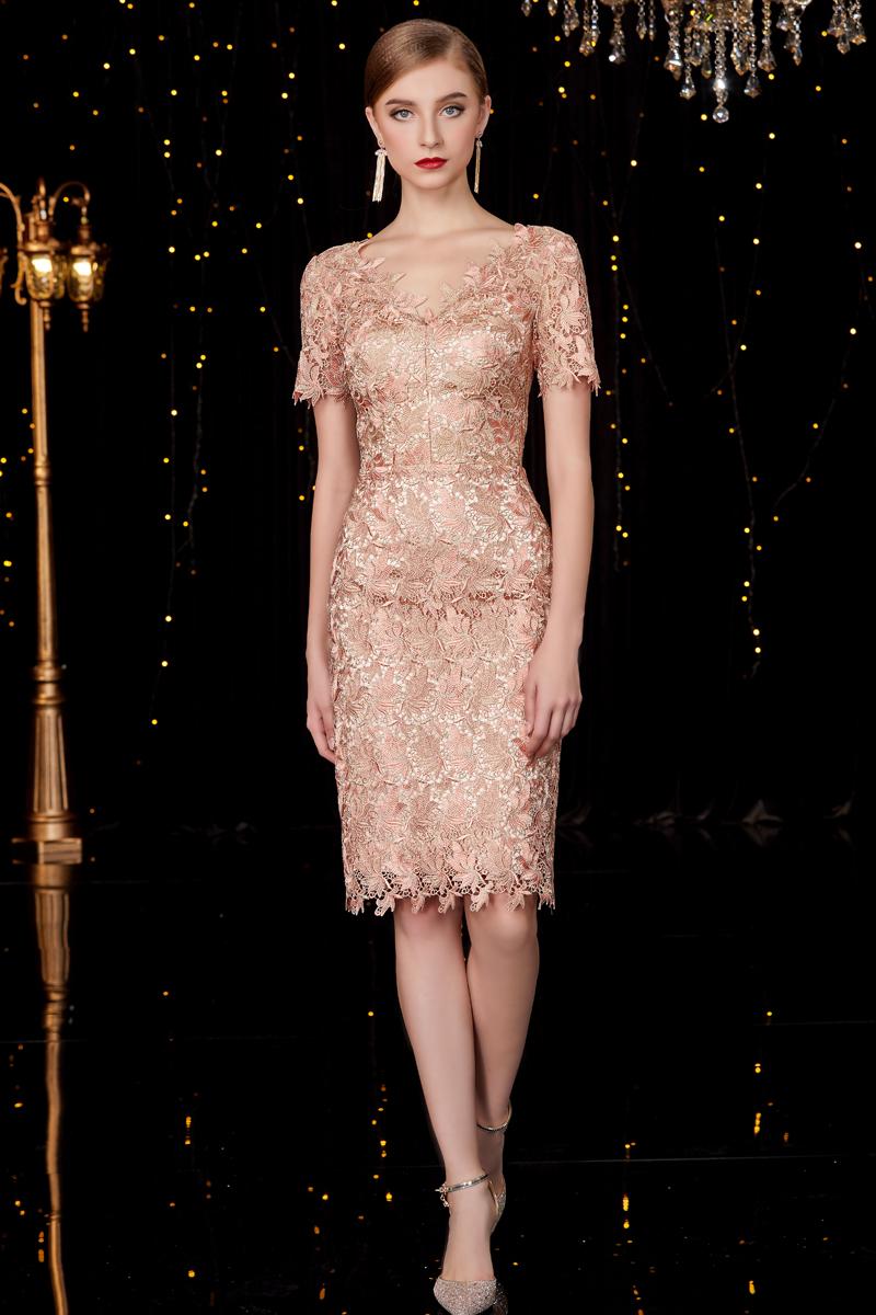 robe de soirée fourreau champagne courte col v en dentelle à manches courtes