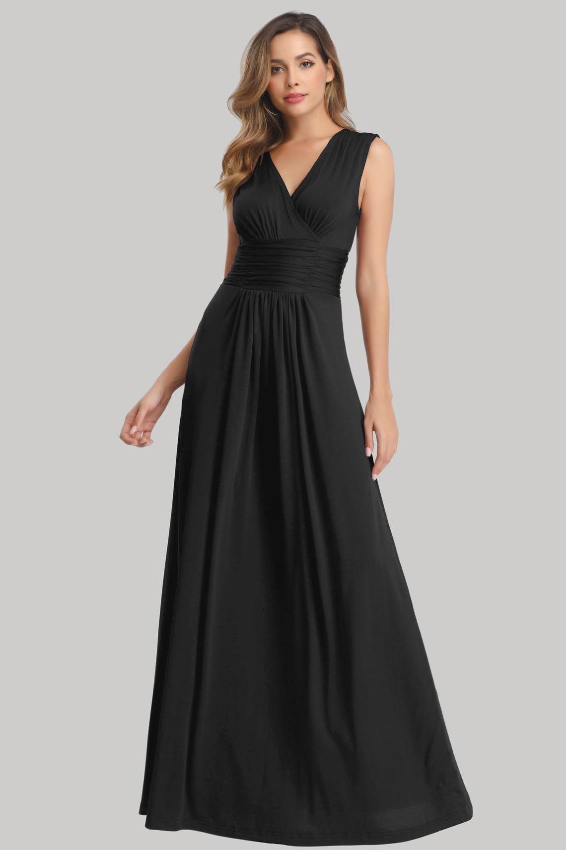 robe demoiselle d'honneur longue noire simple encolure v plissé