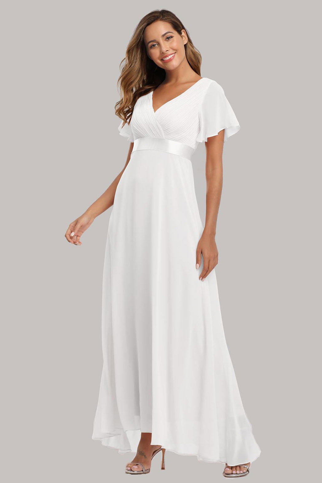 robe demoiselle d'honneur longue blanche simple encolure v à manche volant