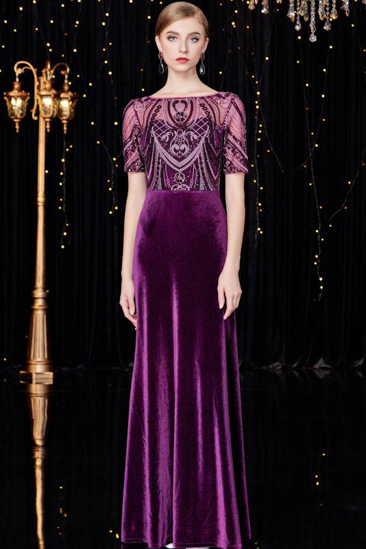 robe de bal longue violette en velours col illusion embelli de strass à manche courte