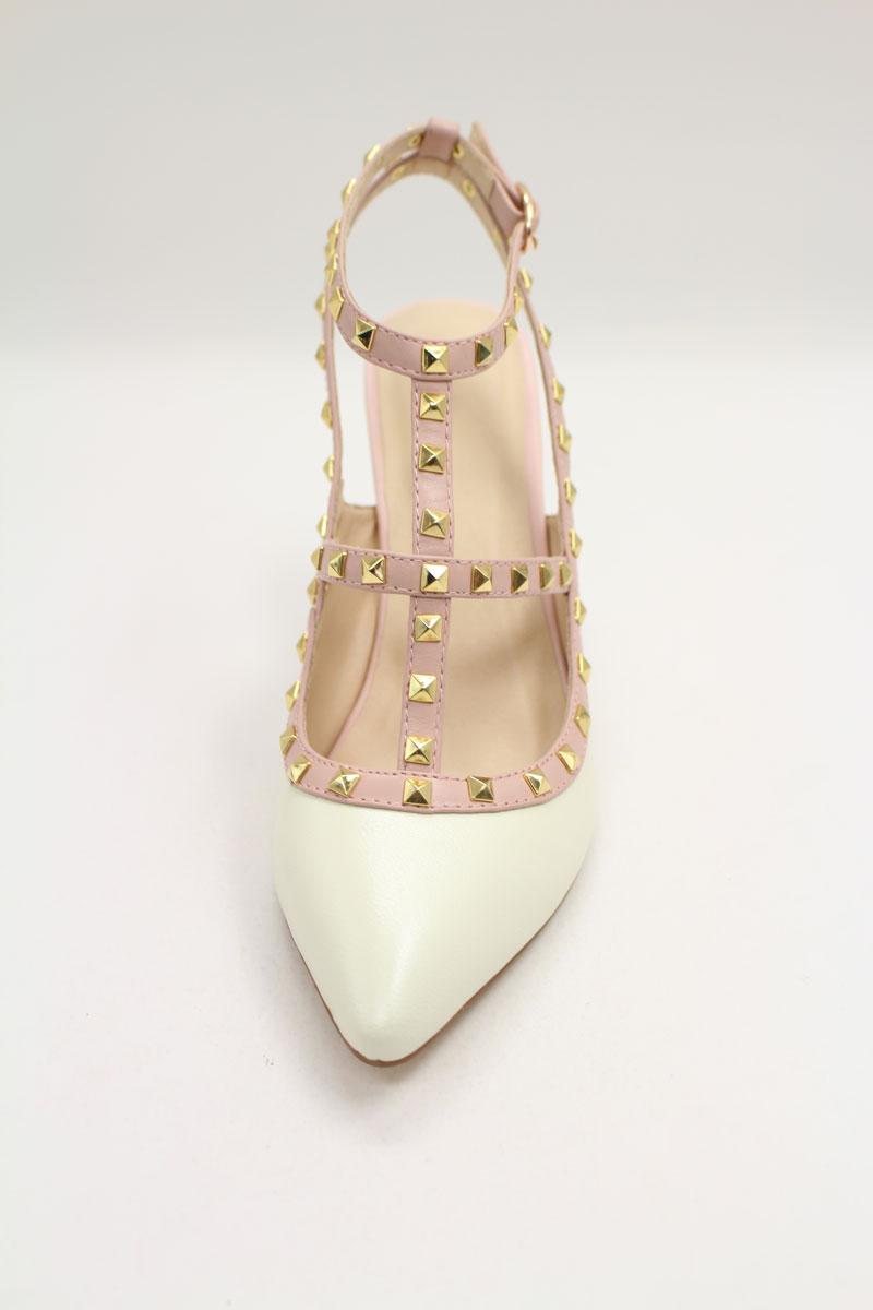 sandale beige ornée de clous