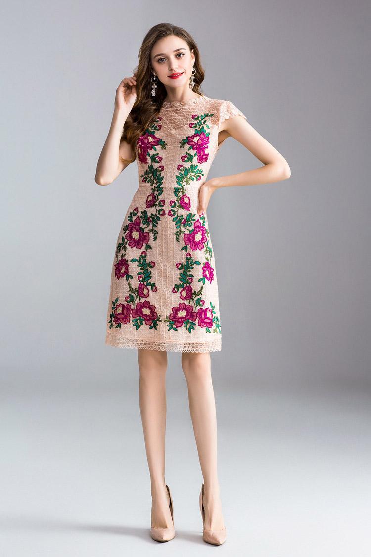 robe de cocktail rose poudré courte en dentelle à manches courte brodé de fleurs exquises