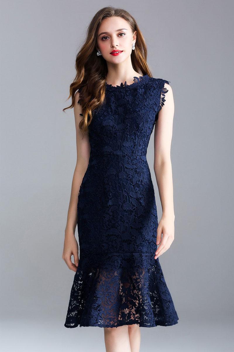 robe invitée mariage sirène mi-longue bleue marine en dentelle élégante