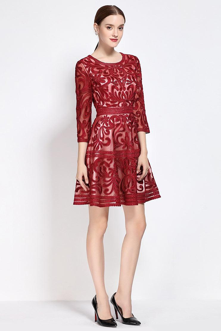 robe de soirée courte rouge en dentelle motif col rond à manches mi-longue