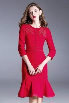 Robe soirée élégante rouge sirène bordée de fleurs avec manche