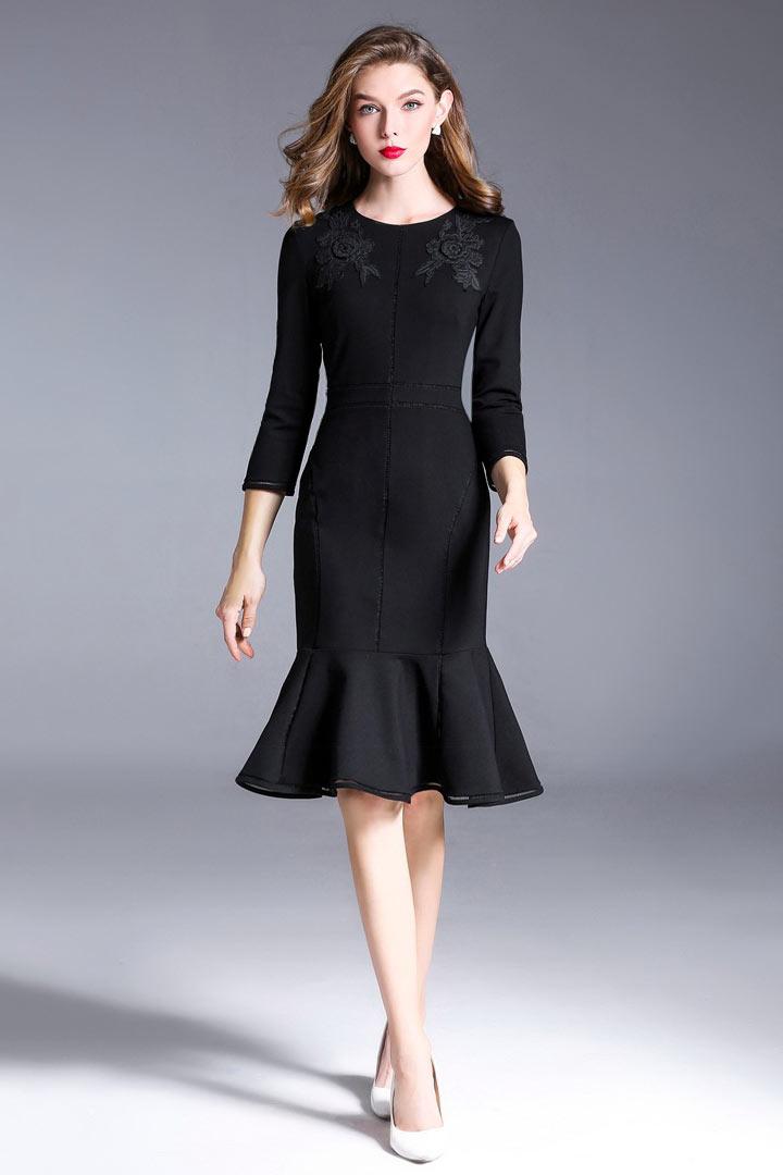 robe de cocktail courte sirène noire moulante appliquée de dentelle florale à manche mi-longue